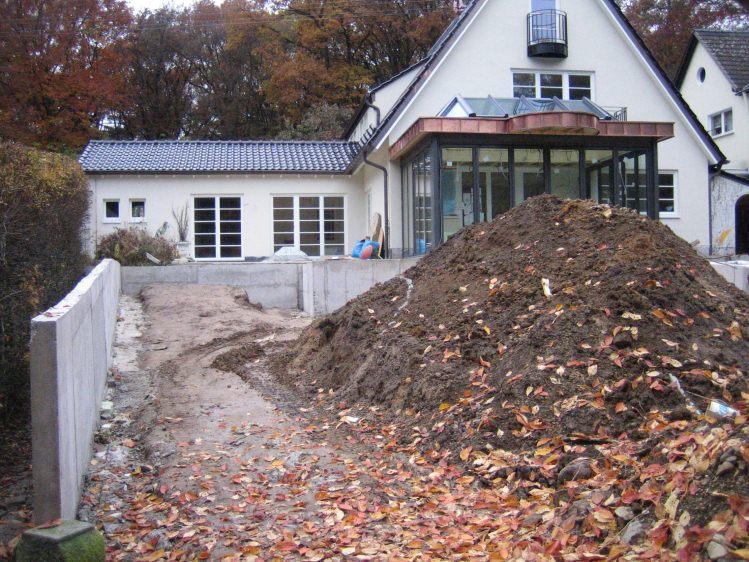 Erdarbeiten und mauern zum schwimmteich for Gartengestaltung abgrenzung zum nachbarn