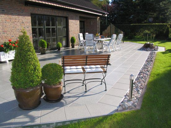 Anderer Garten mit mehreren Terrassen über 1.000 qm