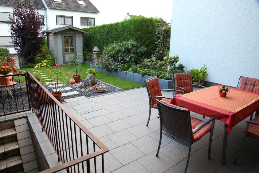 terrasse ums eck gef lle garten nach der fertigstellung august 2009 pictures to pin. Black Bedroom Furniture Sets. Home Design Ideas
