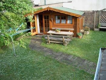 garten planung f r einen kleineren privatgarten mit gro em gartenhaus. Black Bedroom Furniture Sets. Home Design Ideas