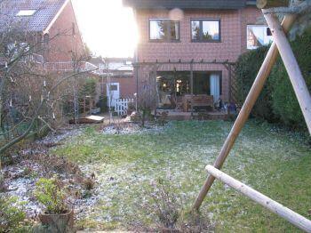Blick auf Haus und Terrasse