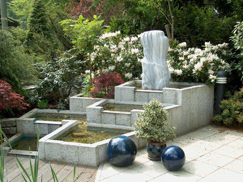 fertiger garten-teich mit wasserspiel aus granit-palisaden, Garten und bauen