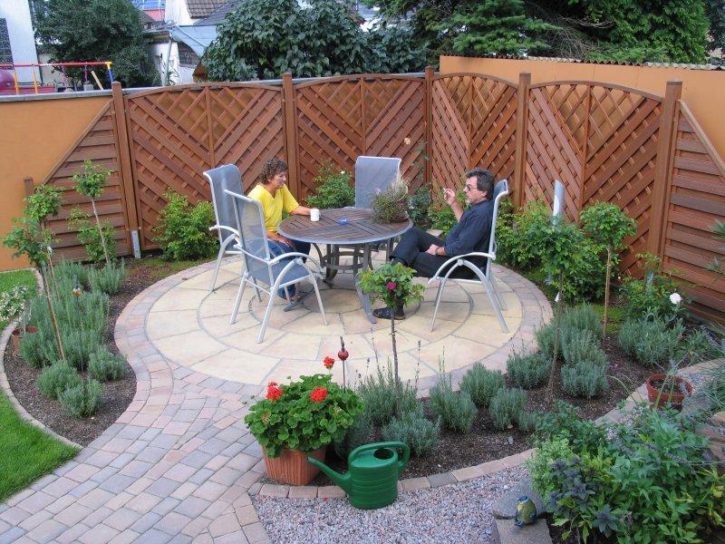 So sieht der fertige, rustikale Garten aus.