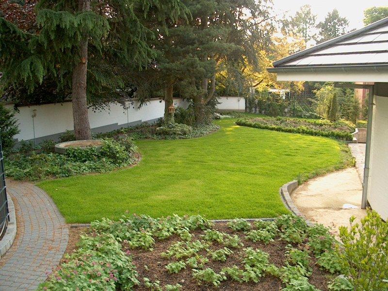 Der garten mit steingarten ist fertig for Gartengestaltung schattiger garten