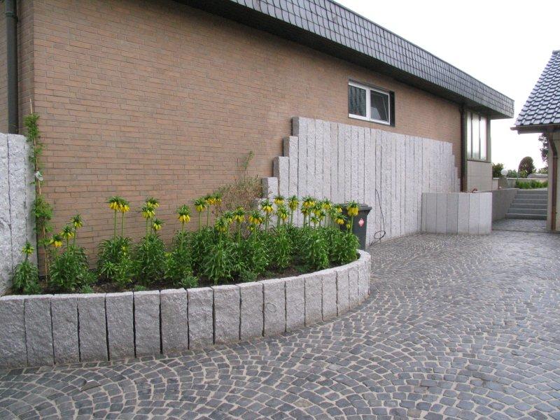 Die gestaltung im vorgarten ist fertig for Gartengestaltung 200 qm