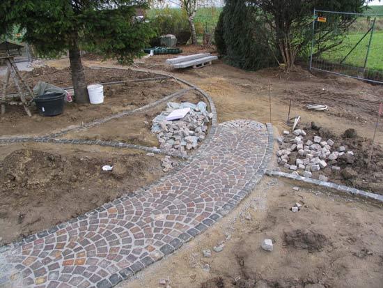 Natursteinpflaster verlegen im hinteren gartenbereich for Gartengestaltung 200 qm