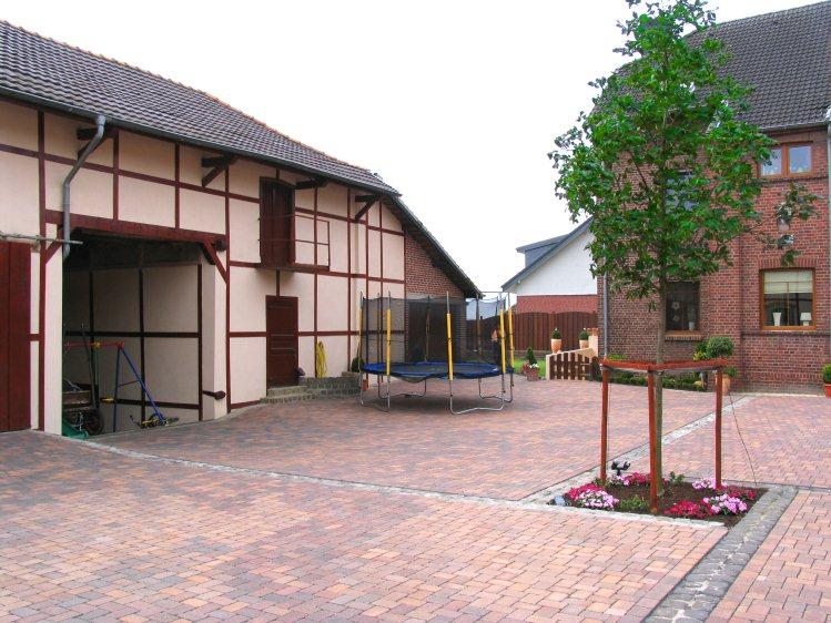 Neuer innenhof f r einen bauernhof for Gartengestaltung 700 qm