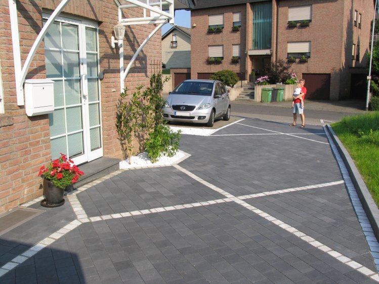 Garagenauffahrt und hauseingang vorher - Hauseingang gestalten beispiele ...