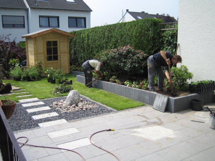 Einbringen der pflanzen durch eine fachfirma for Gartengestaltung 150 qm