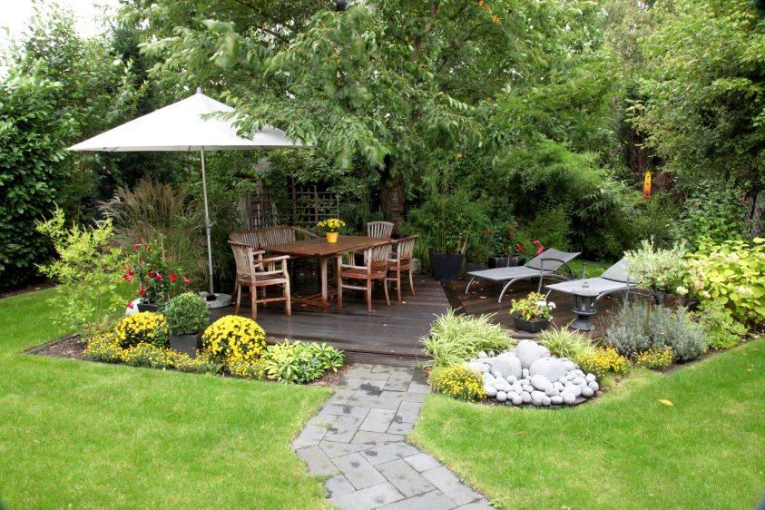 Garten planung mit holzdeck aus bangkirai for Gartengestaltung 700 qm