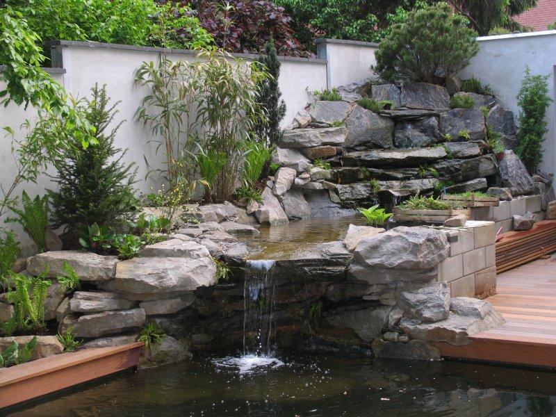 Bilder von der fertigen anlage im folgenden mai - Gartenteich wasserlauf ...