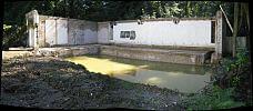 Schichtenwasser in alter Schwimmhalle