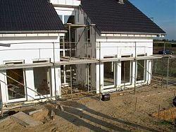 Haus, an dem der Badeteich angelegt werden soll