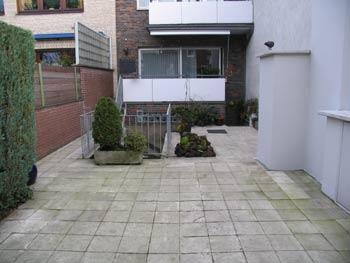 durch vollständige Unterkellerung entsteht ein Dachgarten auf Erdniveau