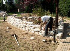 setzen einer Trockensteinmauer