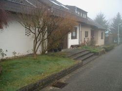 das Haus mit Vorgarten