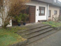 der Vorgarten des Hauses