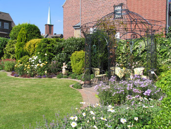 dieser Garten wurde unter unserer Anleitung gestaltet