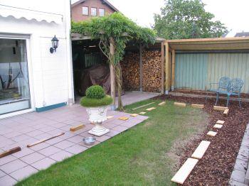 ursprüngliche Terrasse und Rasenfläche