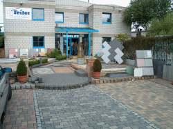 Ideengarten asymmetrisch vor dem Firmengebäude