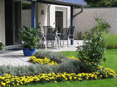 Beispiel für Garten-Ideen: Terrasse mit Sommerblumen