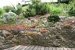 Terrasse im Felsenhang eingebettet