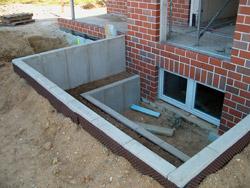Schutz des Kellerfensters ohne die Nutzung von Pflanzringen