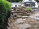 eingebaute Naturstein-Stufen