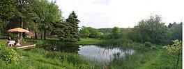 Landschaftsgarten mit Schwimm-See