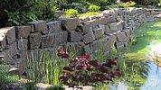 Stützwand aus großen Quadersteinen