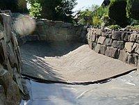 Teichsohle-Estrich, Betonschicht auf dem Teichgrund im Schwimmteich
