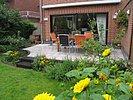 Terrasse im kleinen Garten