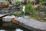Trittsteine aus Sandstein und Natursteintrockenmauer
